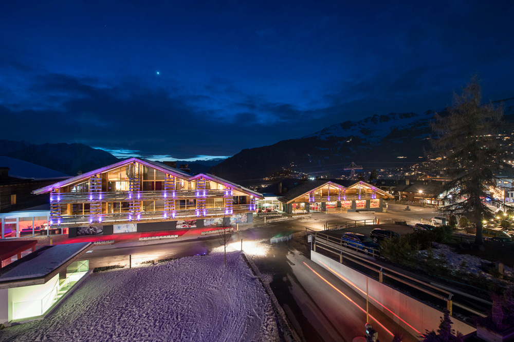 Agate luxury real estate chalet evening