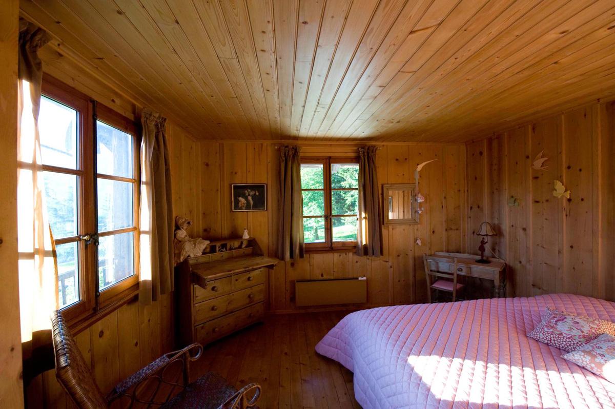 A long bedroom chalet polli clavien in verbier