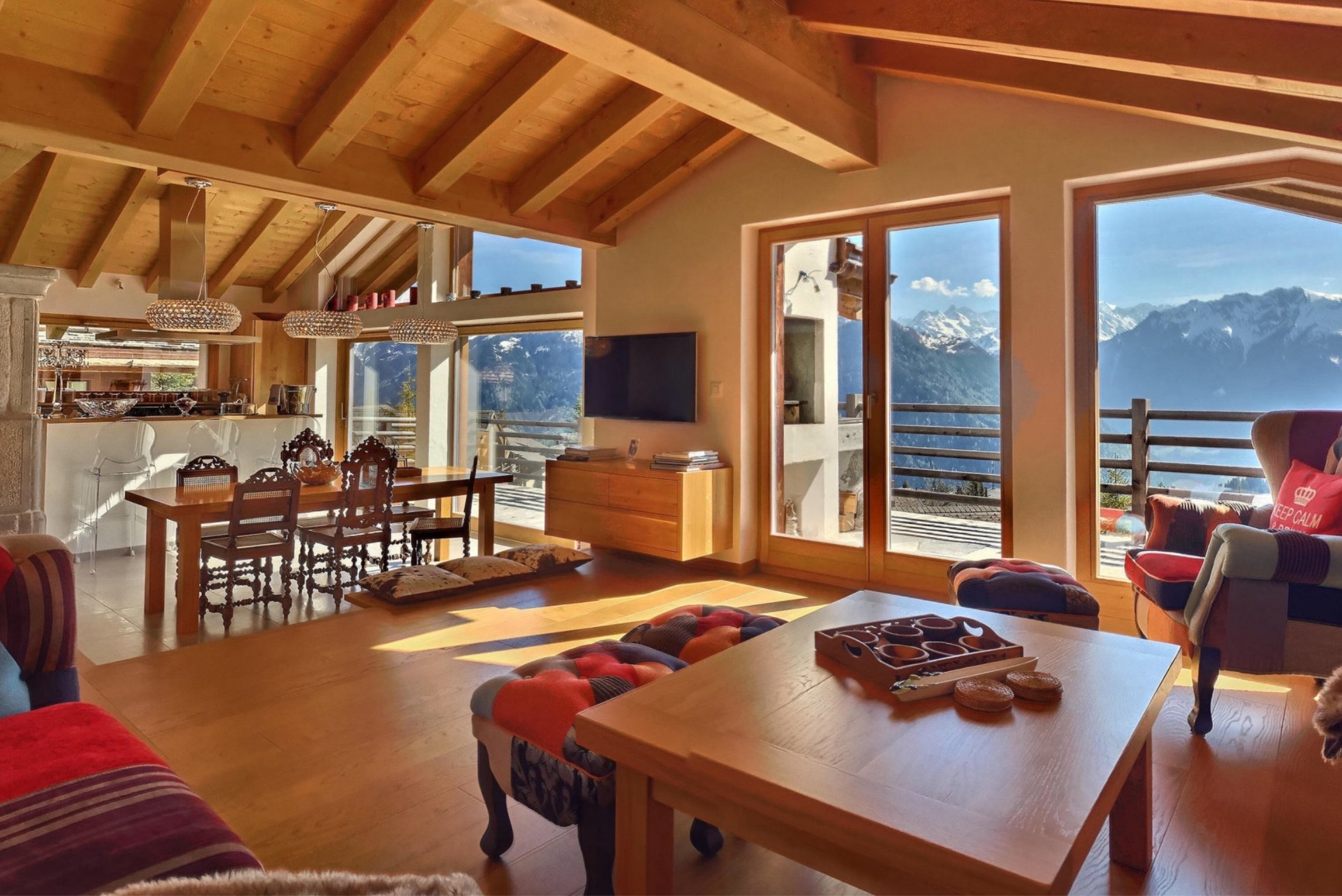 Verbier chalet living with dining and LCD