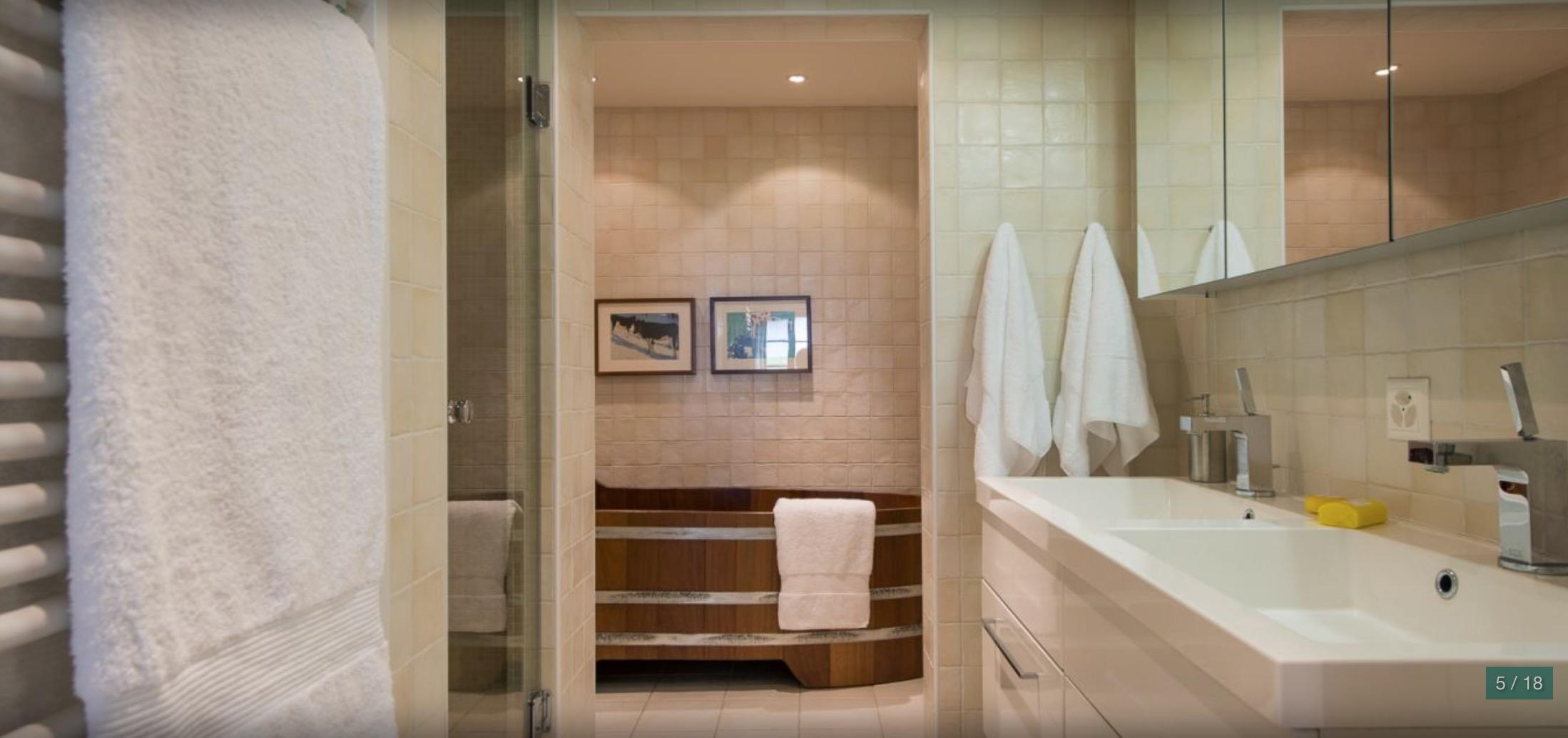 Master bathroom of pentahouse property Fayard