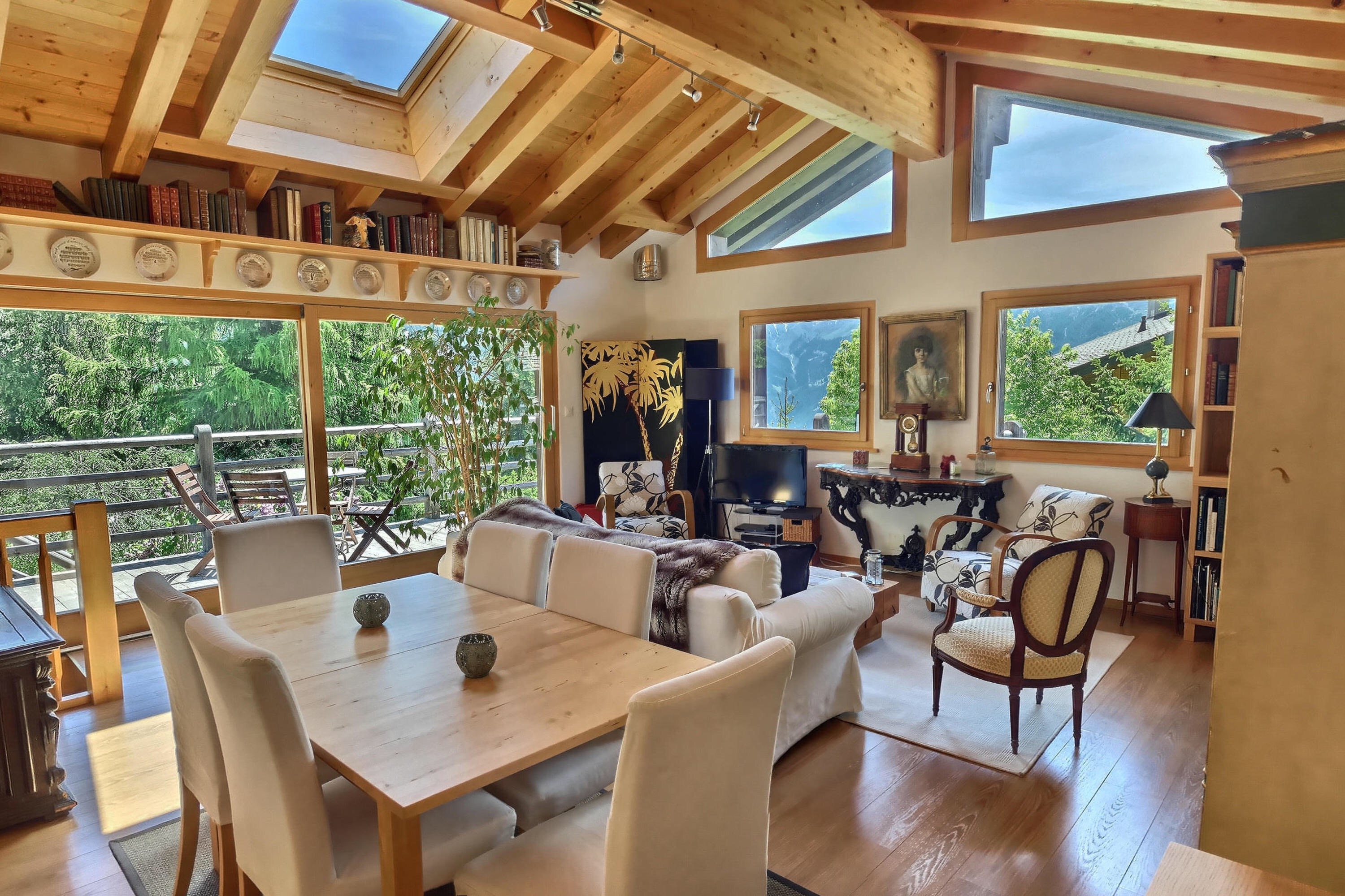 Living room and dining table verbier