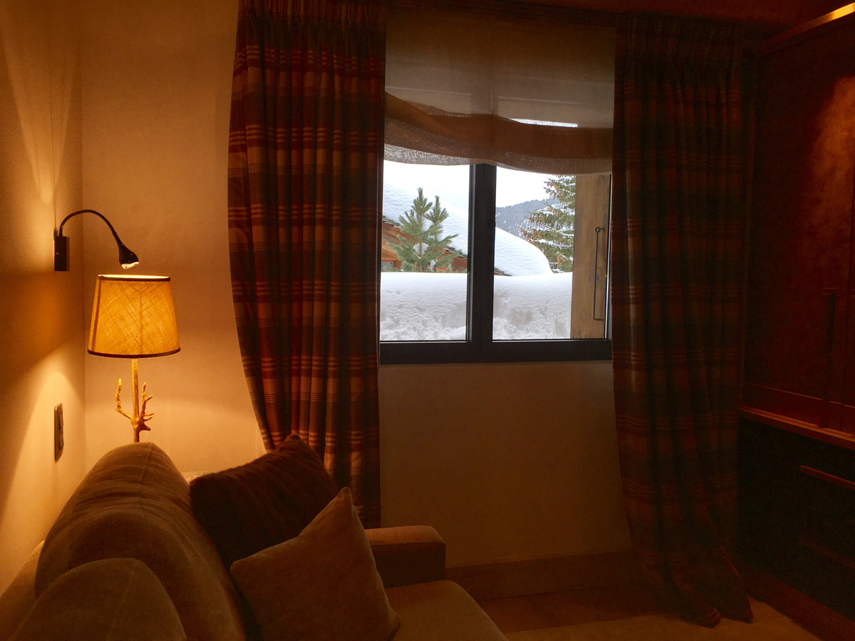 Verbier chalet ngoni room den with curtain